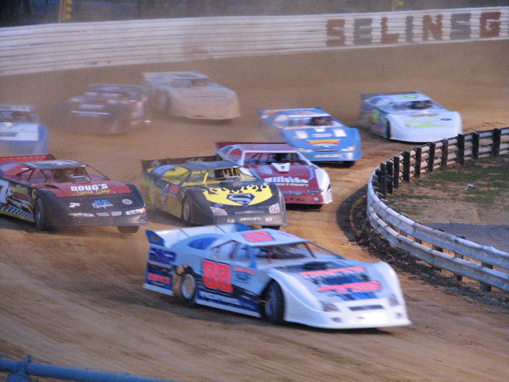WHY THE SPRINT CUP NEEDS A DIRT RACE