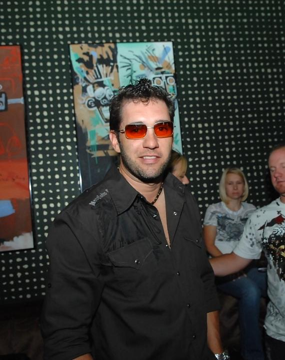 ELLIOTT SADLER GOES CLUBBING
