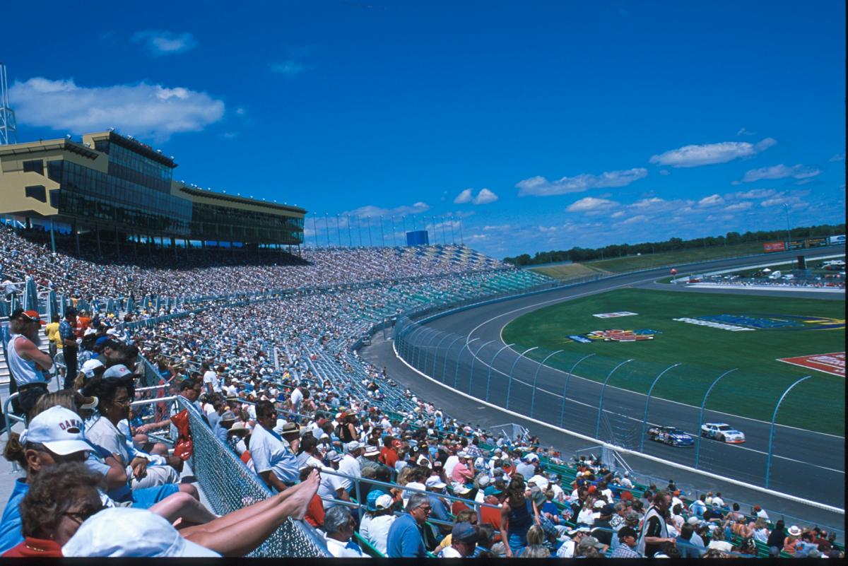 HOLLYWOOD CASINO 400 ODDS
