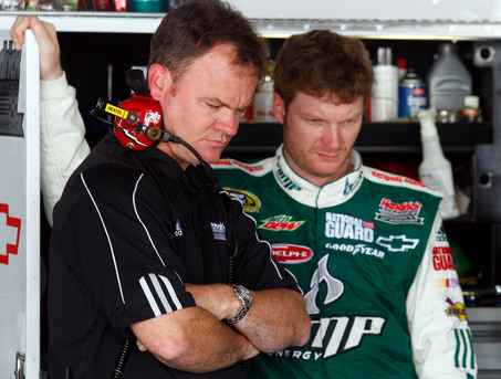 REPLACING CREW CHIEF HAS NOT IMPROVED EARNHARDT'S PERFORMANCE
